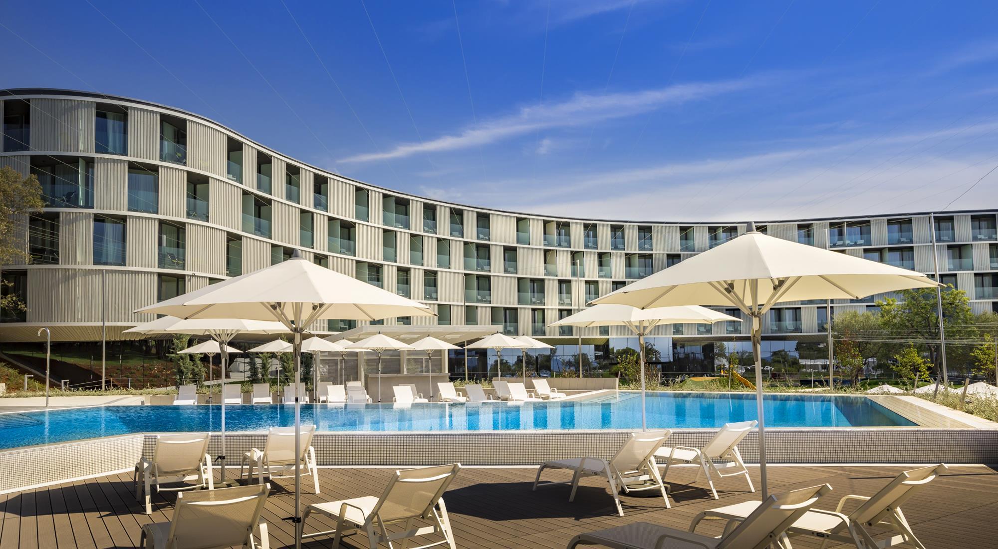 https://alukoenigstahl.mk/wp-content/uploads/2020/09/Hotel-Amarin-ref2-gross.jpg